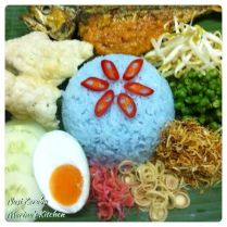 https://marinaohkitchen.wordpress.com/2014/04/29/nasi-kerabu/