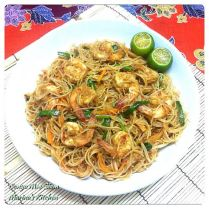 https://marinaohkitchen.wordpress.com/2014/04/23/nonya-mee-siam/