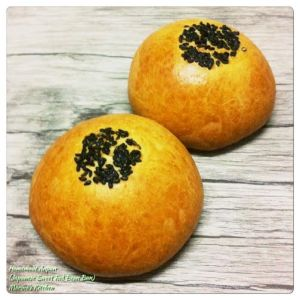 Homemade Anpan (Japanese Sweet Red Bean Bun)