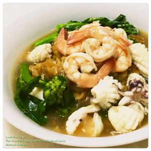 laad-hna-talay-flat-noodles-topping-with-thick-seafood-sauce